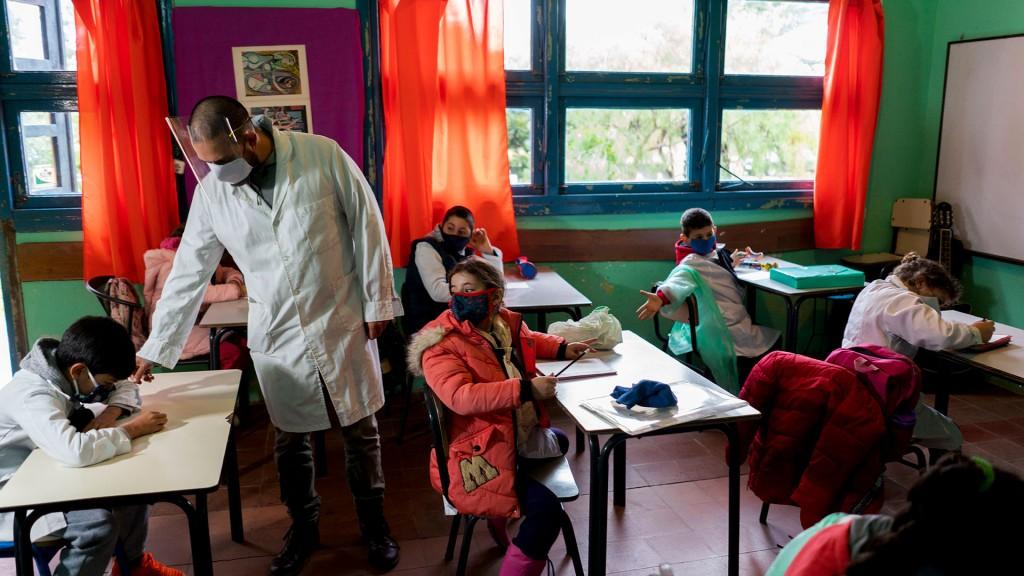 Escuelas reciben un fondo especial para la compra de insumos de prevención del COVID-19