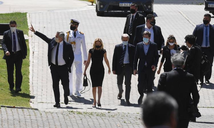 """Alberto Fernández habló de los incidentes en la despedida de Maradona y los atribuyó a la """"desesperación de algunos"""""""