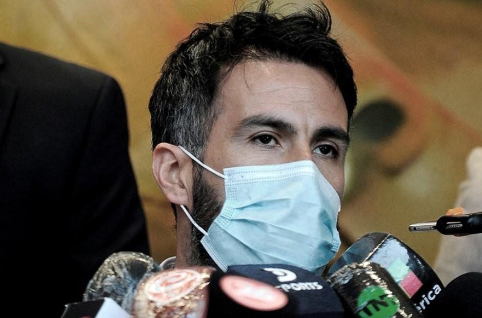 El médico Leopoldo Luque estuvo más de tres horas en la Fiscalía, pero no pudo declarar