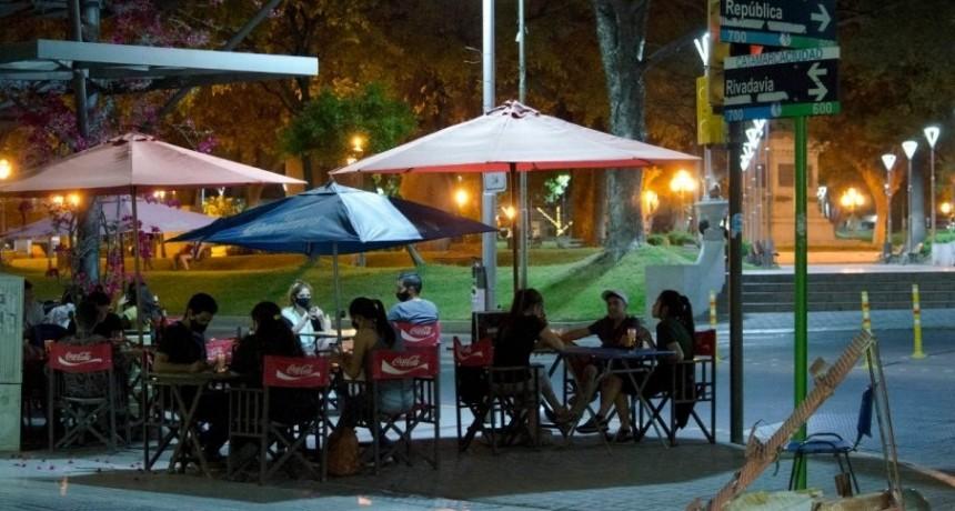 El COE dispuso la ampliación de horarios para locales gastronómicos