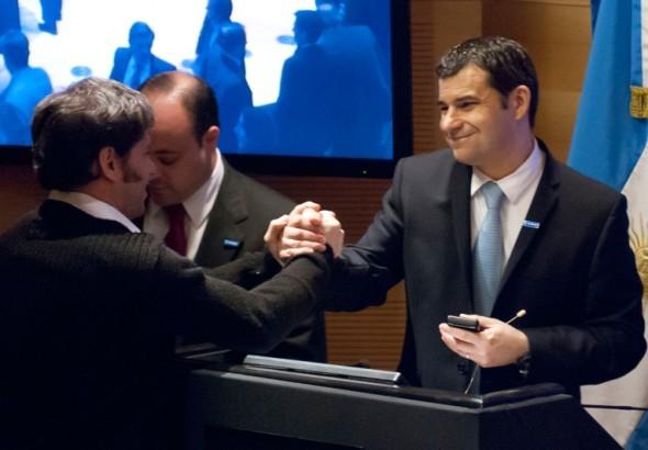 Axel Kicillof y otros funcionarios renunciaron al directorio de YPF
