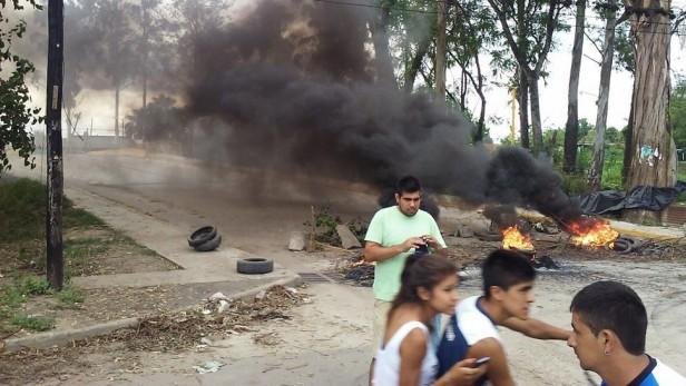 Tucuman - Protesta en Aguilares:  cortadas las dos trazas de la RN 38