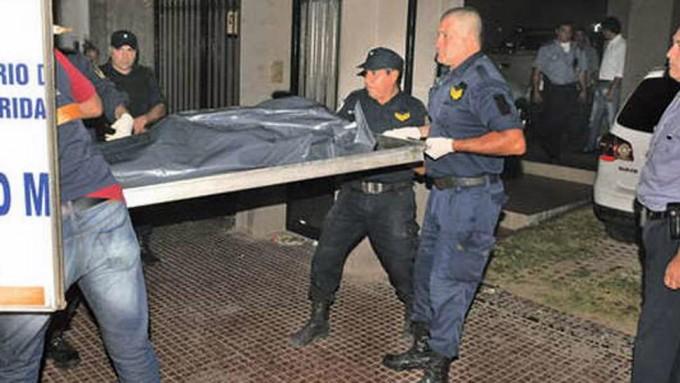 Una empresaria fue asesinada de 23 puñaladas y le dejaron dos cuchillos clavados en el tórax