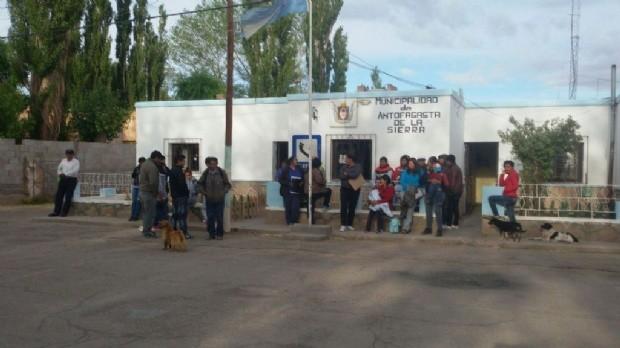 45 empleados municipales no pueden ingresar al municipio de Antofagasta de la Sierra