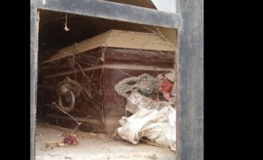 La encontraron intentando romper el cajón para llevarse el cadáver de su hijo a su casa