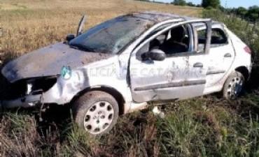 Un auto con cinco personas volcaron en Santa Rosa
