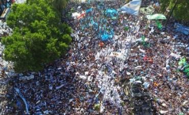 Militantes kirchneristas despiden a Cristina Kirchner