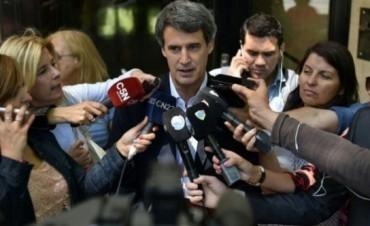 Alfonso Prat Gay confirmó que el viernes no habrá feriado cambiario