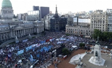 El kirchnerismo lanzó la resistencia contra Macri