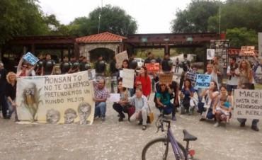 Macri descansa en Alta Gracia, entre gendarmes y protestas