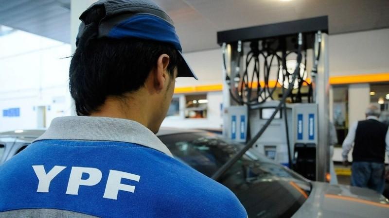 YPF rebajo el precio de las naftas ,se espera que se sumen que el resto de las empresas