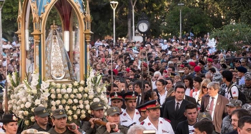 Miles de peregrinos y devotos saludaron a la Morena del Valle
