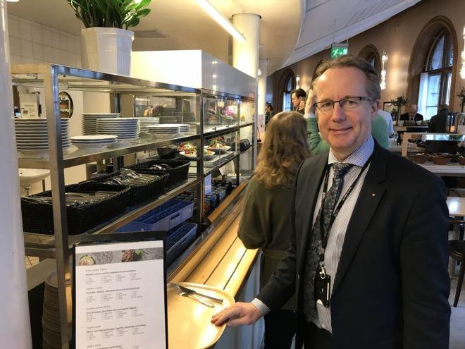 Suecia: el país donde los parlamentarios no tienen asesores propios y se pagan el café de su bolsillo
