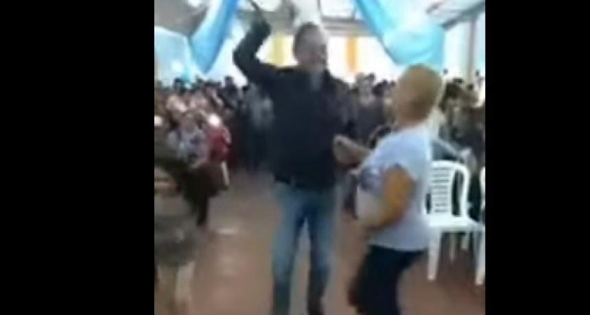 Video viral de Alperovich BAILANDO con la música de El violador eres tú