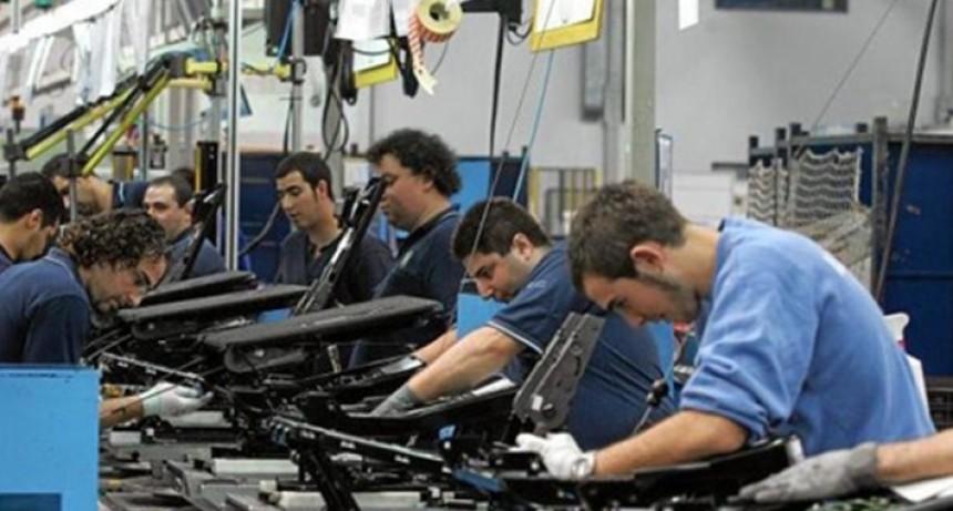 La actividad económica de octubre cayó un 0,9% con respecto al mismo mes del año pasado