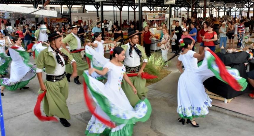 Ballets brillaron en el escenario de la Feria Navideña en la Manzana de Turismo